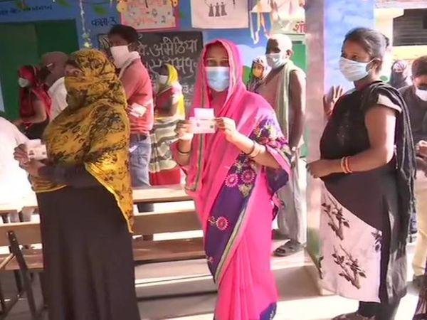लखनऊ में उत्तर प्रदेश पंचायत चुनाव के दूसरे चरण के लिए मतदान चल रहे हैं।