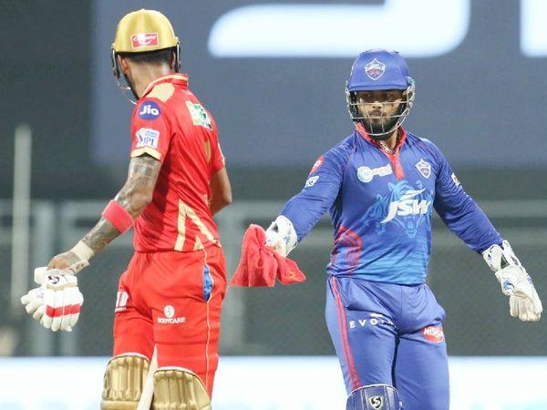 ऋषभ पंत मैच में एक समय राहुल को टॉवेल देते हुए दिखे।