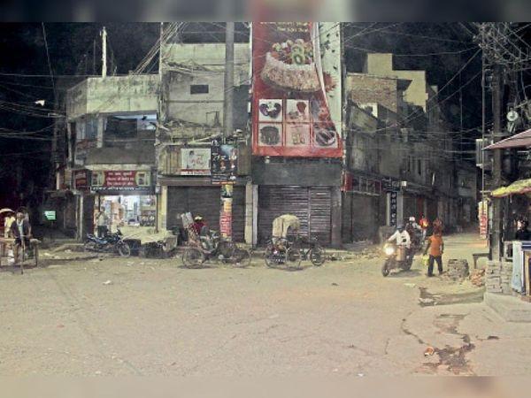 बिना सख्ती शाम 7 बजे व्यस्ततम जवाहरलाल रोड व कल्याणी में पसरा सन्नाटा। - Dainik Bhaskar