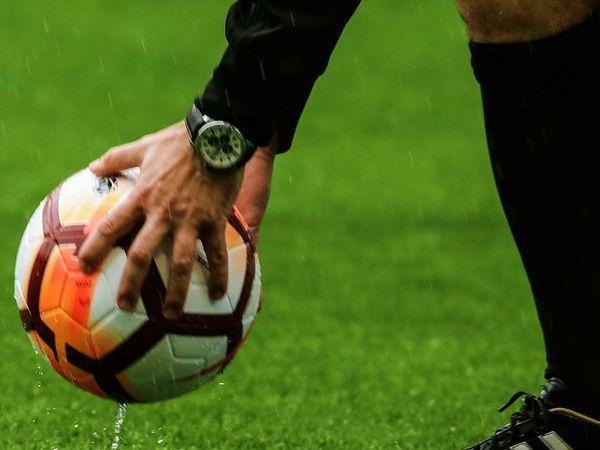 कोरोना महामारी के कारण मौजूदा यूरोपीय फुटबॉल का आर्थिक मॉडल डगमगा गया है। - Dainik Bhaskar