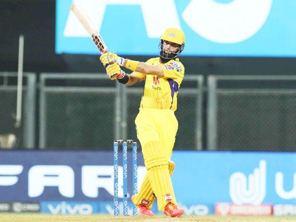 शानदार फॉर्म में चल रहे मोइन अली चेन्नई के लिए तीसरे नंबर पर बल्लेबाजी करने उतरे। उन्होंने 20 बॉल पर 26 रन की पारी खेली।