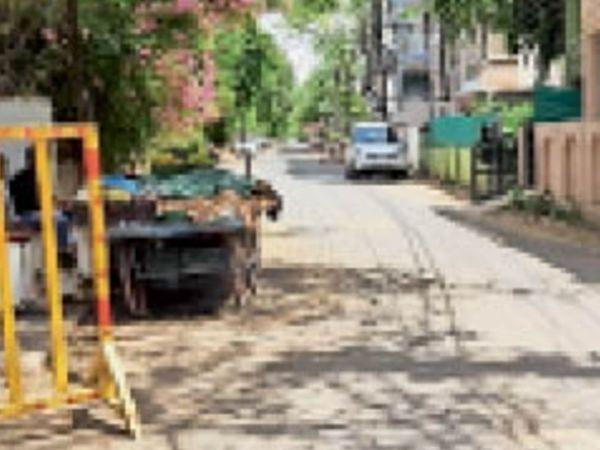 सिटी सेंटर के गोविंदपुरी क्षेत्र में घरों के बाहर पसरा सन्नाटा। - Dainik Bhaskar