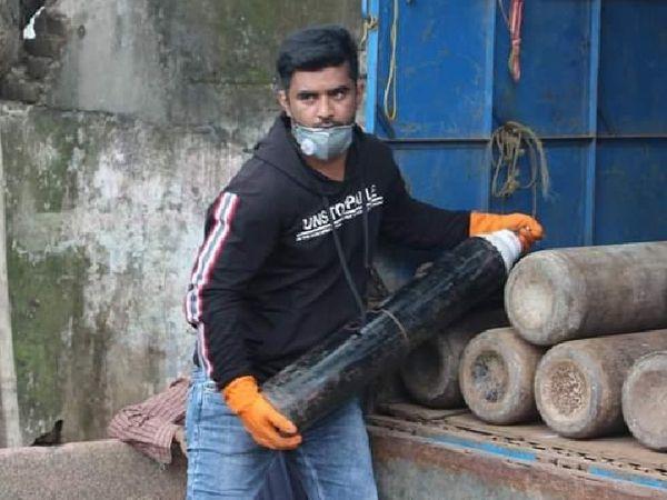 शहनवाज के पास हर दिन 500 से ज्यादा कॉल आ रही हैं। - Dainik Bhaskar