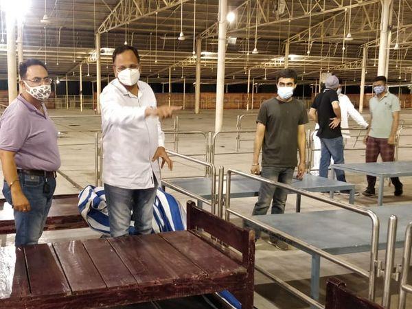 दिल्ली के बुराड़ी में एक नया कोविड हॉस्पिटल बनाया जा रहा है। इसमें ऑक्सीजन भी उपलब्ध होगी। यह जल्द ही शुरू हो सकता है। - Dainik Bhaskar