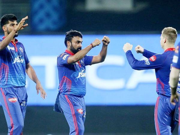 चेन्नई के टर्निंग ट्रैक पर अमित मिश्रा ने 4 विकेट लिए। उन्होंने मुंबई के कप्तान रोहित शर्मा, हार्दिक पंड्या, कीरोन पोलार्ड और ईशान किशन को शिकार बनाया।