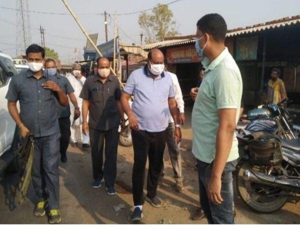 वारदात की सूचना के बाद घटनास्थल पर पहुंचे मंत्री जय सिंह अग्रवाल।