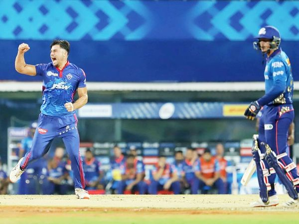मुंबई की शुरुआत अच्छी नहीं रही। टीम ने 9 रन पर पहला विकेट गंवाया। क्विंटन डिकॉक 2 रन बनाकर स्टोइनिस की बॉल पर कैच आउट हुए।