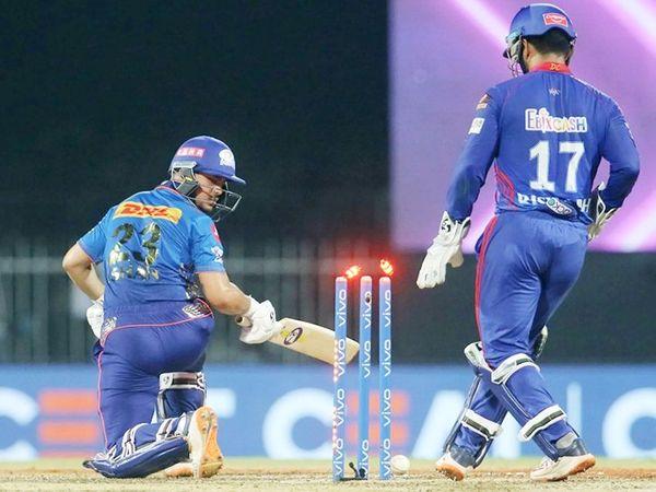 ईशान किशन को स्टंप आउट की कोशिश करते दिल्ली के विकेटकीपर कप्तान ऋषभ पंत।