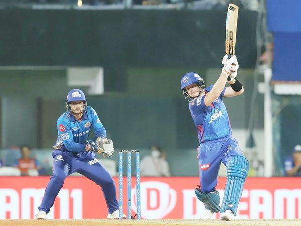 तीसरे नंबर पर बल्लेबाजी करने उतरे स्टीव स्मिथ ने 29 बॉल पर 33 रन की पारी खेली।