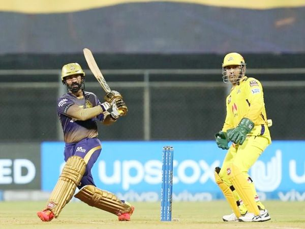 दिनेश कार्तिक ने ने 24 बॉल पर 40 रन की पारी खेली। यह उनका IPL में 200वां मैच रहा।