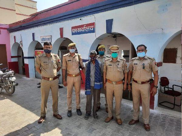 यूपी पुलिस ने फिरोजाबाद में एक - Dainik Bhaskar
