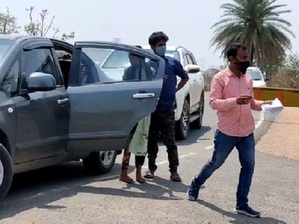 गौरेला-पेंड्रा-मृत्युभोग (GPM) जिले में कोरोना संक्रमण को देखते हुए छत्तीसगढ़-मध्यप्रदेश की सीमा से लगे बॉर्डर पर चौकसी बढ़ा दी गई है।  हर आने-जाने वाले यात्रियों से पूछताछ और आवश्यक दस्तावेज चेक करने के बाद ही जाने दिया जा रहा है।