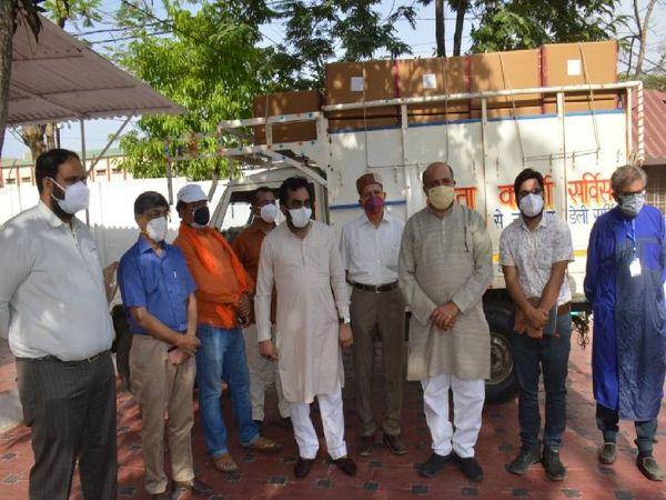 सांसद राकेश सिंह ने रेमडेसिविर इंजेक्शन की 4800 डोज अपने आवास से निजी अस्पतालों के लिए रवाना किया। - Dainik Bhaskar