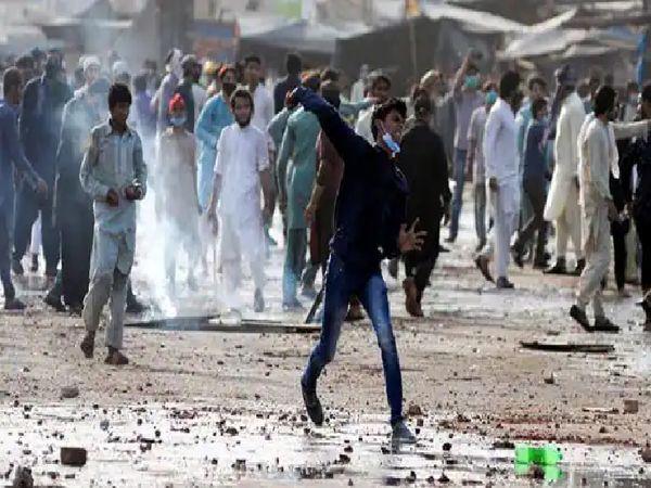 पंजाब पाकिस्तान का सबसे बड़ा राज्य है और यहां TLP का खासा प्रभाव है। पंजाब के शहरों में भड़की हिंसा के बाद कई विशेषज्ञ इसे गृह युद्ध जैसे हालात मान रहे हैं।