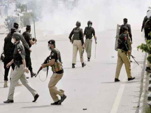 पाकिस्तान पुलिस ने तहरीक-ए-लब्बैक के कई कार्यकर्ताओं को गिरफ्तार किया था, लेकिन बाद में सरकारी इशारे पर सभी को छोड़ दिया गया।