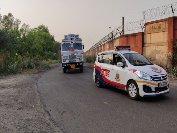 पुलिस सुरक्षा के बीच पानीपत से - Dainik Bhaskar