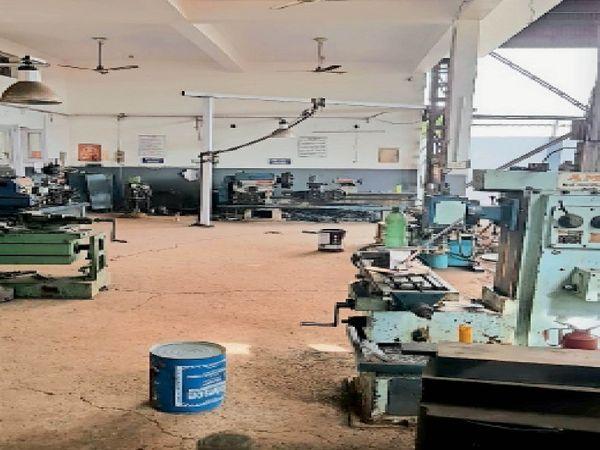 गायत्री फर्टिप्लान्ट में ऑक्सीजन की आपूर्ति बंद होने के कारण कामकाज ठप हो गया है।