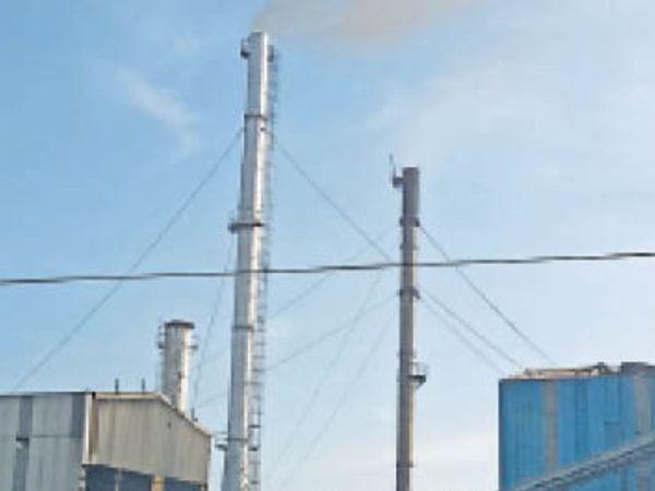 वायु प्रदूषण में 40 से 50 फीसदी नुकसान उद्योगों से निकलने वाले धुएं की वजह से ही होता है। - Dainik Bhaskar