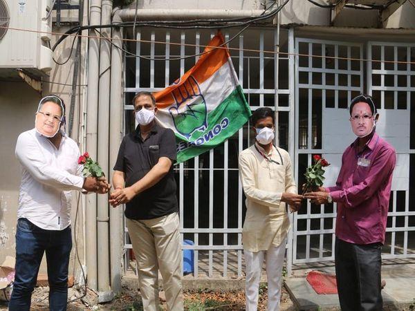 रायपुर कांग्रेस जिलाध्यक्ष ने अपने कार्यकर्ताओं को ही पूर्व मुख्यमंत्री का चेहरा पहनाकर पूरीता पूरी की।