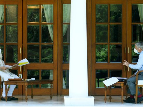 चीफ ऑफ डिफेंस स्टाफ जनरल बिपिन रावत ने सोमवार को प्रधानमंत्री मोदी से मुलाकात की। - Dainik Bhaskar