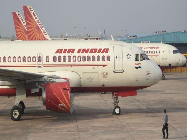 13 अप्रैल को करीब 5 महीने में पहली बार यात्रियों की संख्या 2 लाख से नीचे पहुंचकर 1 लाख 83 हजार 331 रह गई थी। डीजीसीए के आंकड़ों के मुताबिक, फरवरी में 78 लाख यात्रियों ने यात्रा की, जबकि जनवरी में 77.3 लाख यात्रियों ने यात्रा की थी - Money Bhaskar