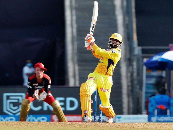 रविंद्र जडेजा ने हर्षल पटेल के एक ओवर में 37 रन लिए। उन्होंने ओवर में 5 छक्के जड़े।