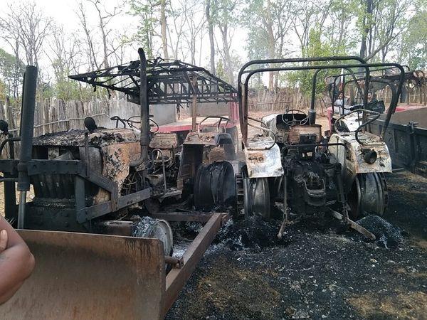 गढ़चिरौली में भी 6 ट्रैक्टर और एक टैंकर में आग लगा दी। यह वाहन सड़क निर्माण कार्य में पर्मिली मेदपल्ली इलाके में लगे हुए थे।