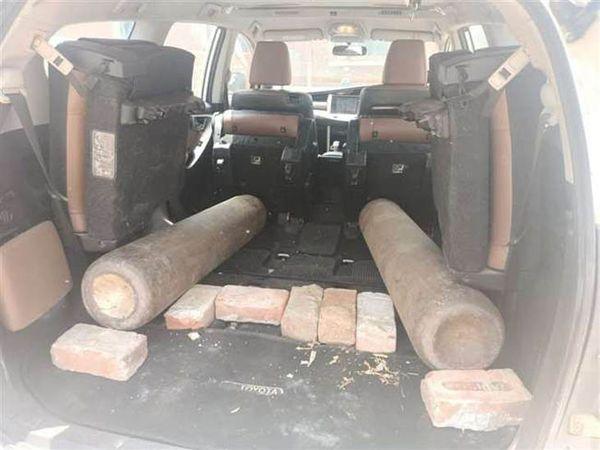 गाड़ी में रखे ऑक्सीजन सिलेंडर, जिसे जींद पुलिस द्वारा रातभर चौकी में रखे जाने से जरूरतमंद की मौत हो गई। - Dainik Bhaskar