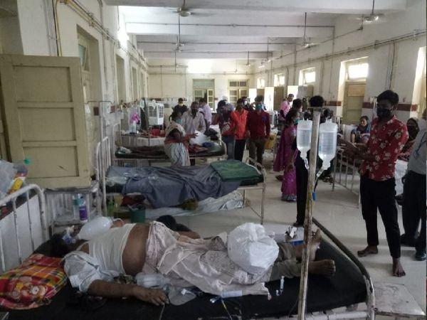 कमलाराजा में बेड पर मृत पड़े लोग, बिखलते परिजन