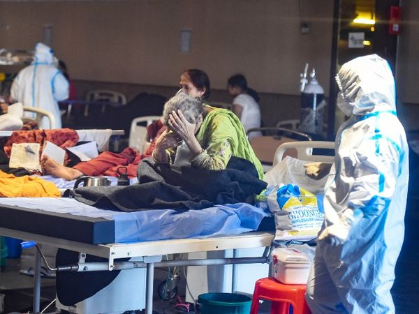 अचानक कोरोना के केस बढ़ने से दिल्ली के अस्पताल मरीजों से भर गए हैं। इसकी वजह इंडियन वैरिएंट को माना जा रहा है। - Dainik Bhaskar