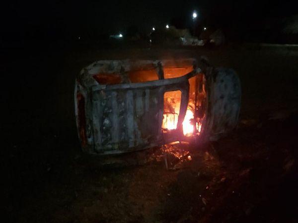 उत्तर प्रदेश के बलरामपुर जिले की नवानगर जिला पंचायत सीट पर वर्चस्व की जंग को लेकर हिंसा हुई। - Dainik Bhaskar