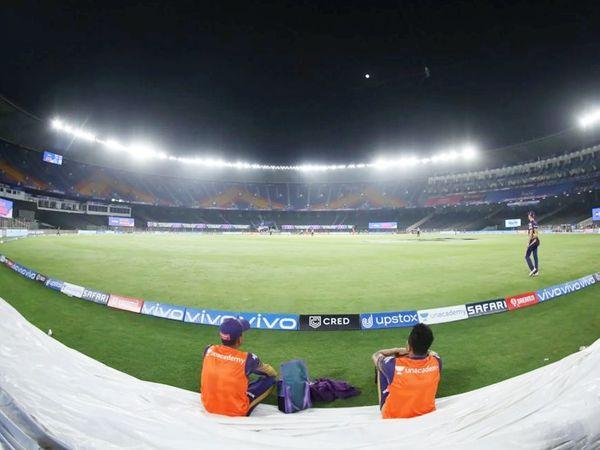 अहमदाबाद के नरेंद्र मोदी स्टेडियम में IPL का यह पहला मैच रहा।