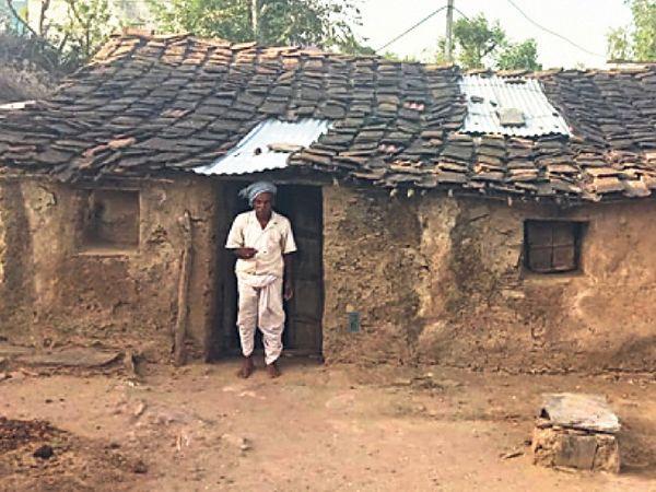 गांव में सोहनसिंह का कच्चा मकान।