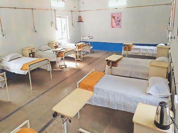 स्टील किंग आर्सेलर मित्तल ने भी हजीरा प्लांट के परिसर में 250 बिस्तरों वाला एक अस्थायी कोविड अस्पताल बनाया है।