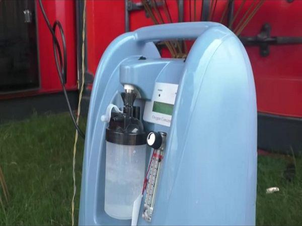 ऑक्सीजन कन्सेट्रेटर मशीन को कोरोना रोगियों को मुक्त में उपलब्ध किए जा रहा है।