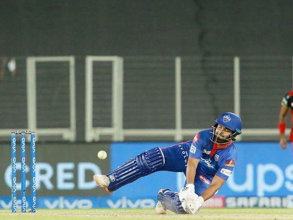 मैच के दौरान स्कूप करने की कोशिश करते ऋषभ पंत। पंत ने 14वीं फिफ्टी लगाई। वे 58 रन बनाकर नाबाद रहे। हालांकि अपनी टीम को जीत नहीं दिला सके।