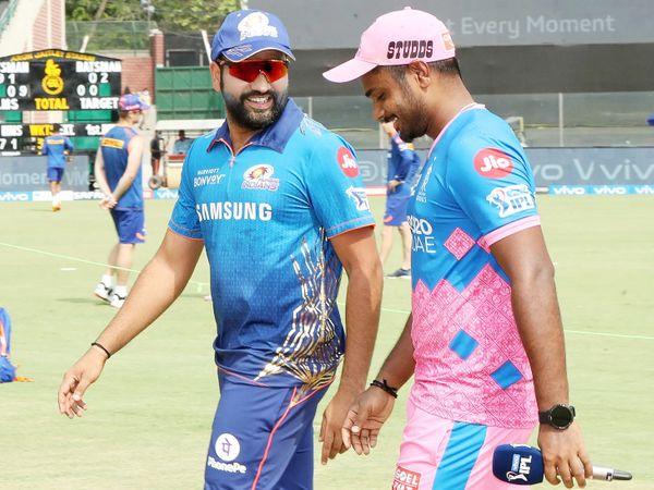 टॉस के दौरान मुंबई के कप्तान रोहित शर्मा और राजस्थान के कप्तान संजू सैमसन मस्ती करते हुए।