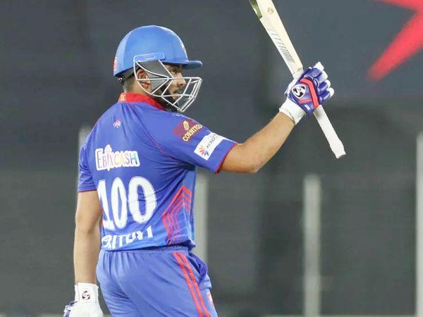 पृथ्वी ने महज 18 बॉल पर IPL में अपनी 8वीं फिफ्टी लगाई। यह इस सीजन की सबसे तेज फिफ्टी रही। पृथ्वी 41 बॉल पर 82 रन बनाकर आउट हुए। उन्हें पैट कमिंस ने नीतीश राणा के हाथों कैच कराया।