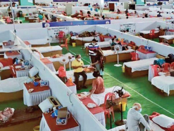 इंदौर में राधास्वामी कोविड केयर सेंटर भी फुल हो गया है।