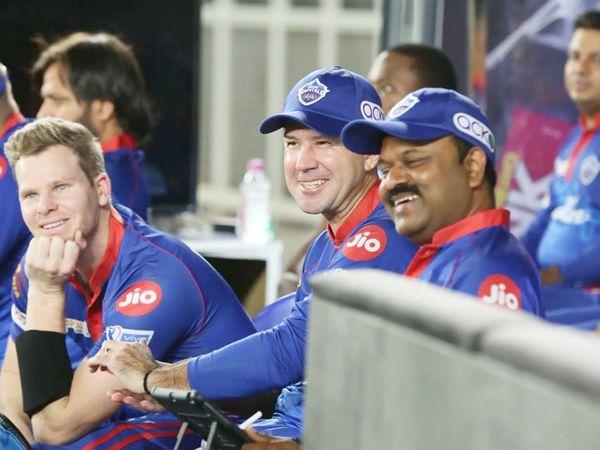मैच में जीत दर्ज करने के बाद कोच रिकी पोंटिंग और स्टीव स्मिथ खुश नजर आए।