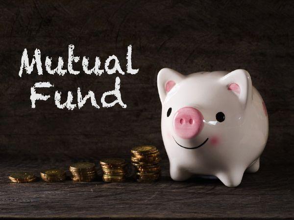 एसआईपी के जरिए एक नियमित तरीके से एक तय समय में निवेश होते रहता है, इसलिए बाजार के उतार-चढ़ाव का इस पर असर नहीं होता है। लंबे समय में यह निवेश को एक औसत तरीके से फायदे देने में मदद करता है - Money Bhaskar