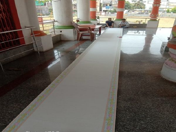 35 फिट लंबी ड्राइंग शीट पर 3 लाख 99 हजार 630 बार राम राम लिखा है।