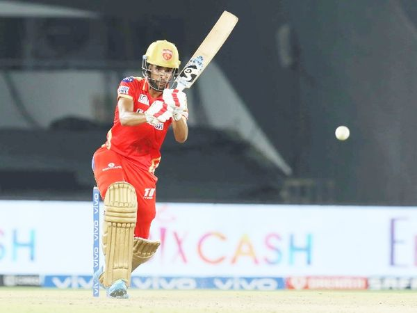 In the end, Harpreet Brar scored 25 runs off 17 balls.  He hit 2 sixes.