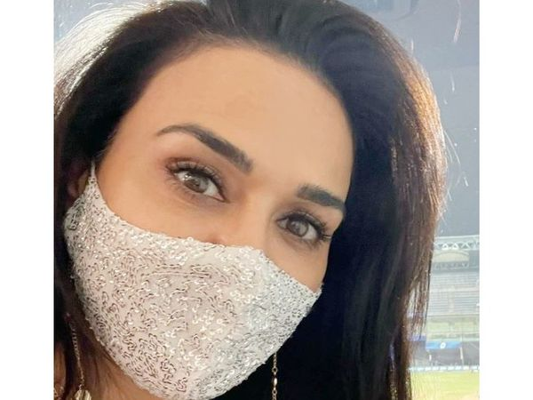 Mistress of Punjab Kings franchise and Bollywood actress Preity Zinta came to watch the match.  Taking a selfie from the stand, he also shared it on social media.