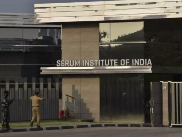 सीरम इंस्टीट्यूट ऑफ इंडिया एस्ट्राजेनेका की कोवीशील्ड वैक्सीन का उत्पादन करती है। - Dainik Bhaskar
