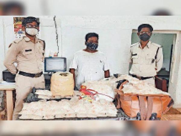 मोहन नगर पुलिस ने शराब व गांजे के साथ आरोपी को गिरफ्तार किया। - Dainik Bhaskar