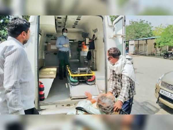 कुरुक्षेत्र में हालत गंभीर होने पर अस्पताल से रेफर किया मरीज। - Dainik Bhaskar