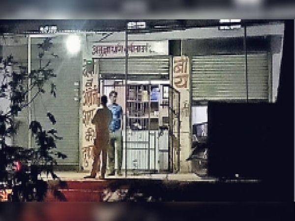 मंडावर  पाखर रोड पर देर रात तक खुला शराब ठेका। - Dainik Bhaskar