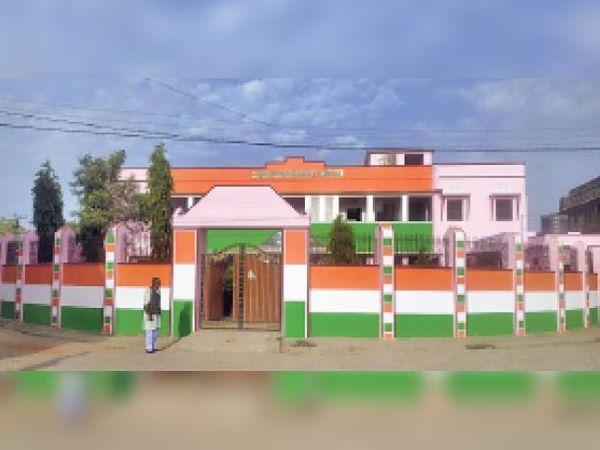 इस्लामपुर, रंग-रोगन करवाने के बाद राजकीय बालिका स्कूल - Dainik Bhaskar