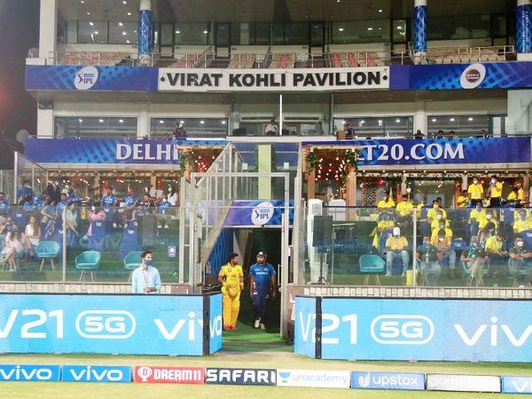 दिल्ली के अरुण जेटली स्टेडियम में एक पवेलियन विराट कोहली के नाम पर है।